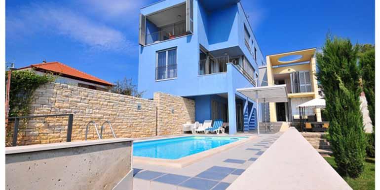 Schön eingerichtetes Haus in attraktiver Lage (1)