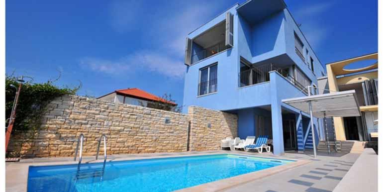 Schön eingerichtetes Haus in attraktiver Lage (2)