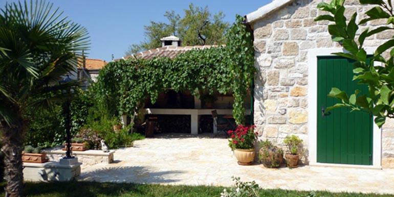 Schöne Steinvilla auf der Insel Brac  (1)