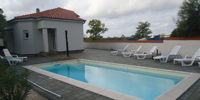 Haus mit pool in Nin