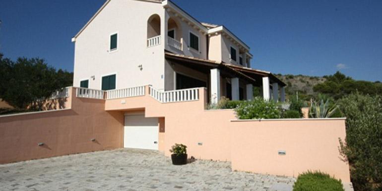 Schöne Villa in der Nähe von Trogir  (2)