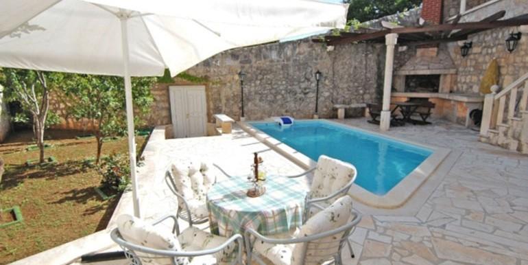 Sehr-schöne-Villa-in-Stein-gestaltet,-direkt-am-Meer.-(10)