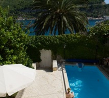 Sehr schöne Villa in Stein gestaltet, direkt am Meer. (4)