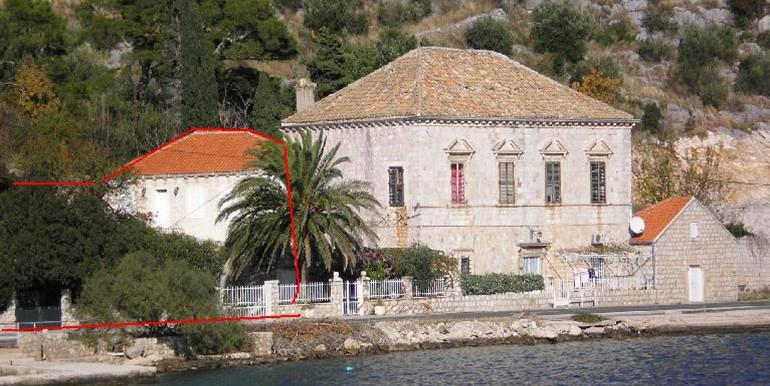 Sehr-schöne-Villa-in-Stein-gestaltet,-direkt-am-Meer.-(6)