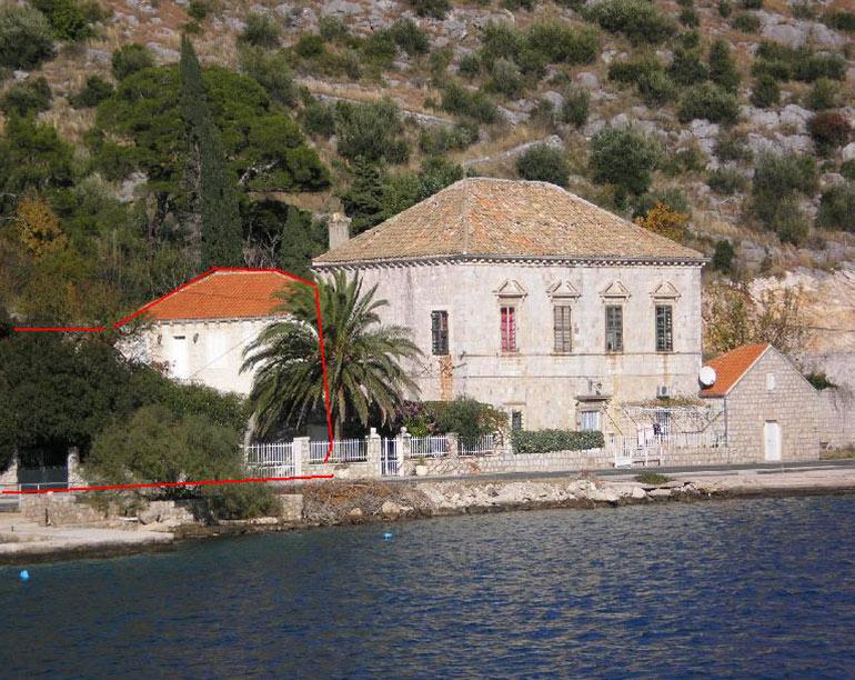 Sehr schöne Villa in Stein gestaltet, direkt am Meer