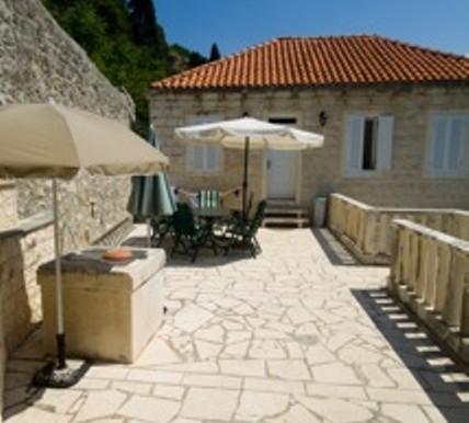 Sehr schöne Villa in Stein gestaltet, direkt am Meer. (9)