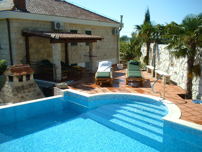 Villa mit pool in der n he von split immobilien kroatien for Kroatien villa mit pool