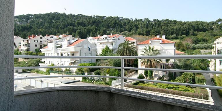 Dreizimmer-Wohnung-in-einer-urbanen-Villa-(14)