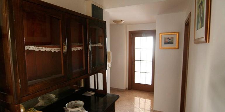 Dreizimmer-Wohnung-in-einer-urbanen-Villa-(16)