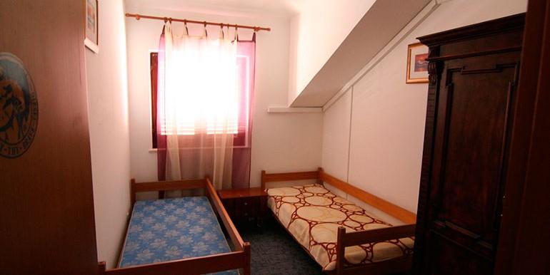 Dreizimmer-Wohnung-in-einer-urbanen-Villa-(17)