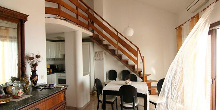 Dreizimmer-Wohnung-in-einer-urbanen-Villa-(3)