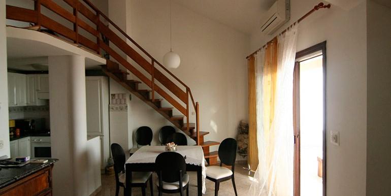 Dreizimmer-Wohnung-in-einer-urbanen-Villa-(4)