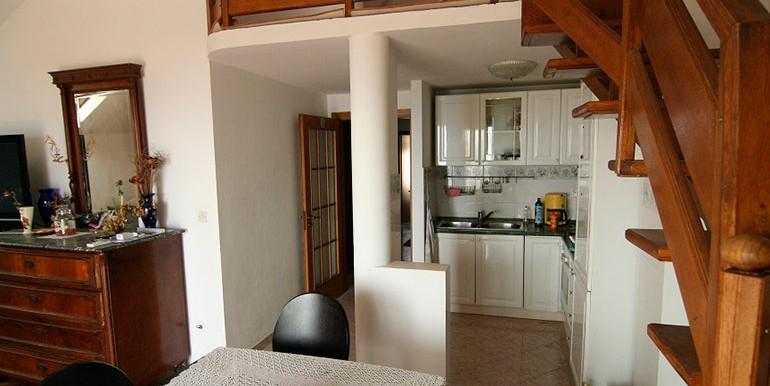 Dreizimmer-Wohnung-in-einer-urbanen-Villa-(5)