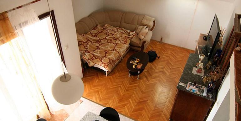 Dreizimmer-Wohnung-in-einer-urbanen-Villa-(6)