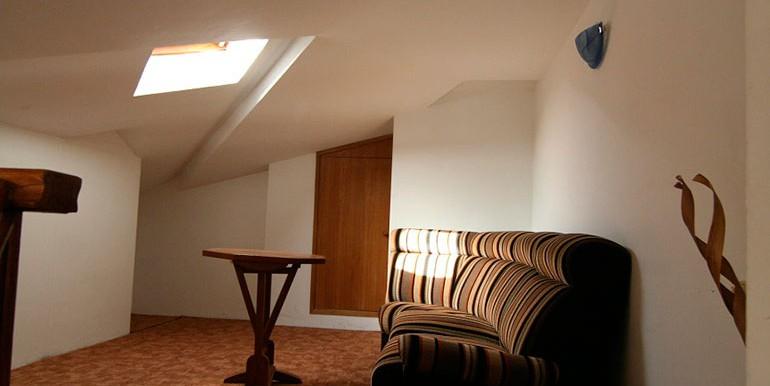 Dreizimmer-Wohnung-in-einer-urbanen-Villa-(7)