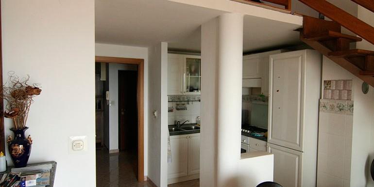 Dreizimmer-Wohnung-in-einer-urbanen-Villa-(8)