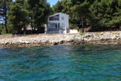 Haus in Pasman in erster Reihe zum Meer